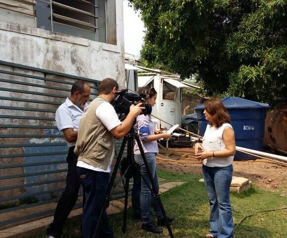 A professora Eliane Rondon explica na TV a ação dos professores