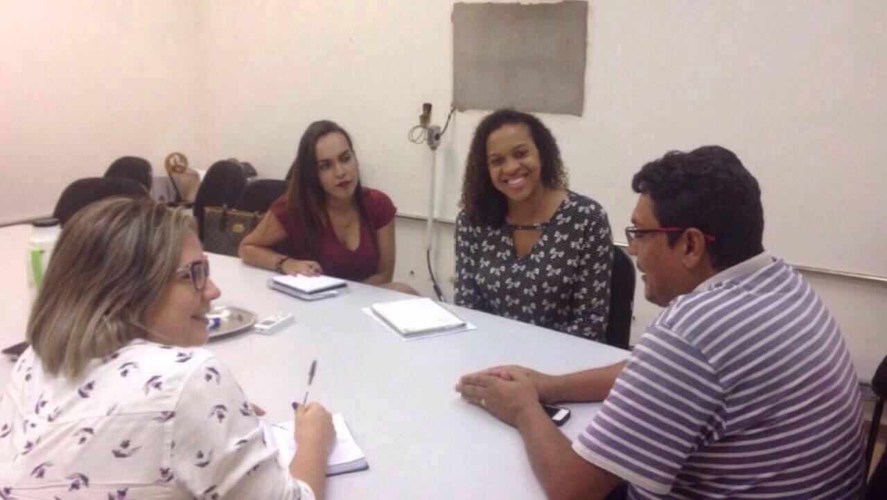 Daniele de Assis Carvalho e Ageane de Barros Neves, reuniram-se com Gilson Passos e Iara Mendes de Almeida.