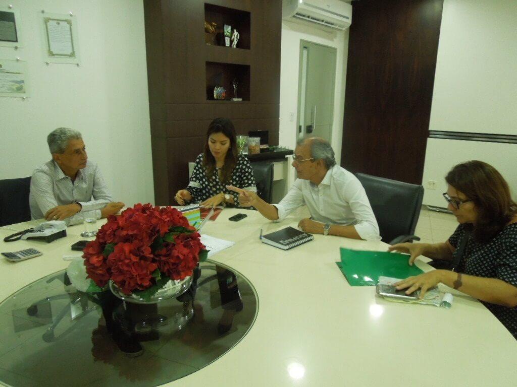 Coordenadores do PMSB professores Eliana Rondon e Paulo Modesto, a advogada da Uniselva Daniela Fukui Rebouças em reunião com presidente da AMM Neurilan Fraga.