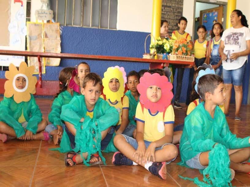 Todas as escolas do município participaram envolvendo professores e alunos do primeiro ao quinto ano.