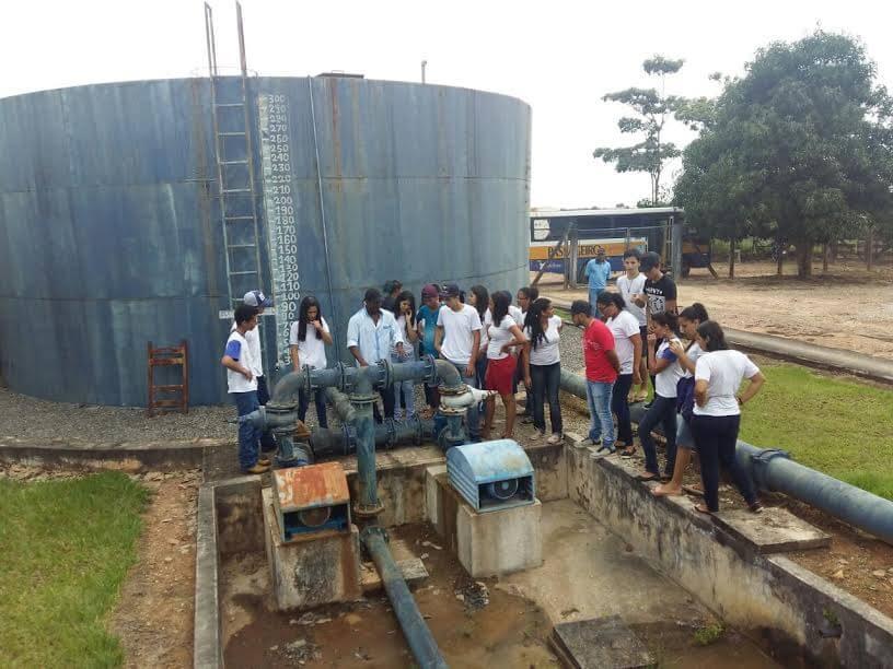 Estudantes conheceram o processo de tratamento de água.