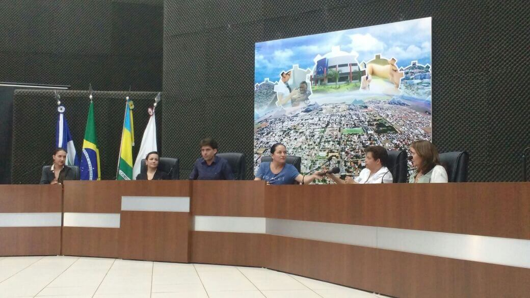 Nos trabalhos o prefeito Rafael Machado, a vereadora Rosinha (representando a Câmara Municipa), a coordenadora do PMSB Eliana Rondon, a representante da Funasa Leliane Barbosa e as integrantes dos comitês Executivo e de Coordenação Juliana Pepeleascou e Gizzelle Perin