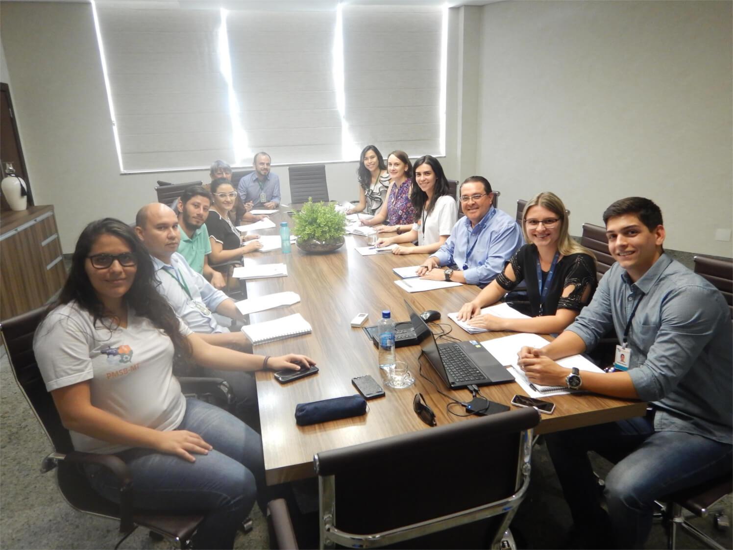 Equipe do PMSB e representantes dos Comitês