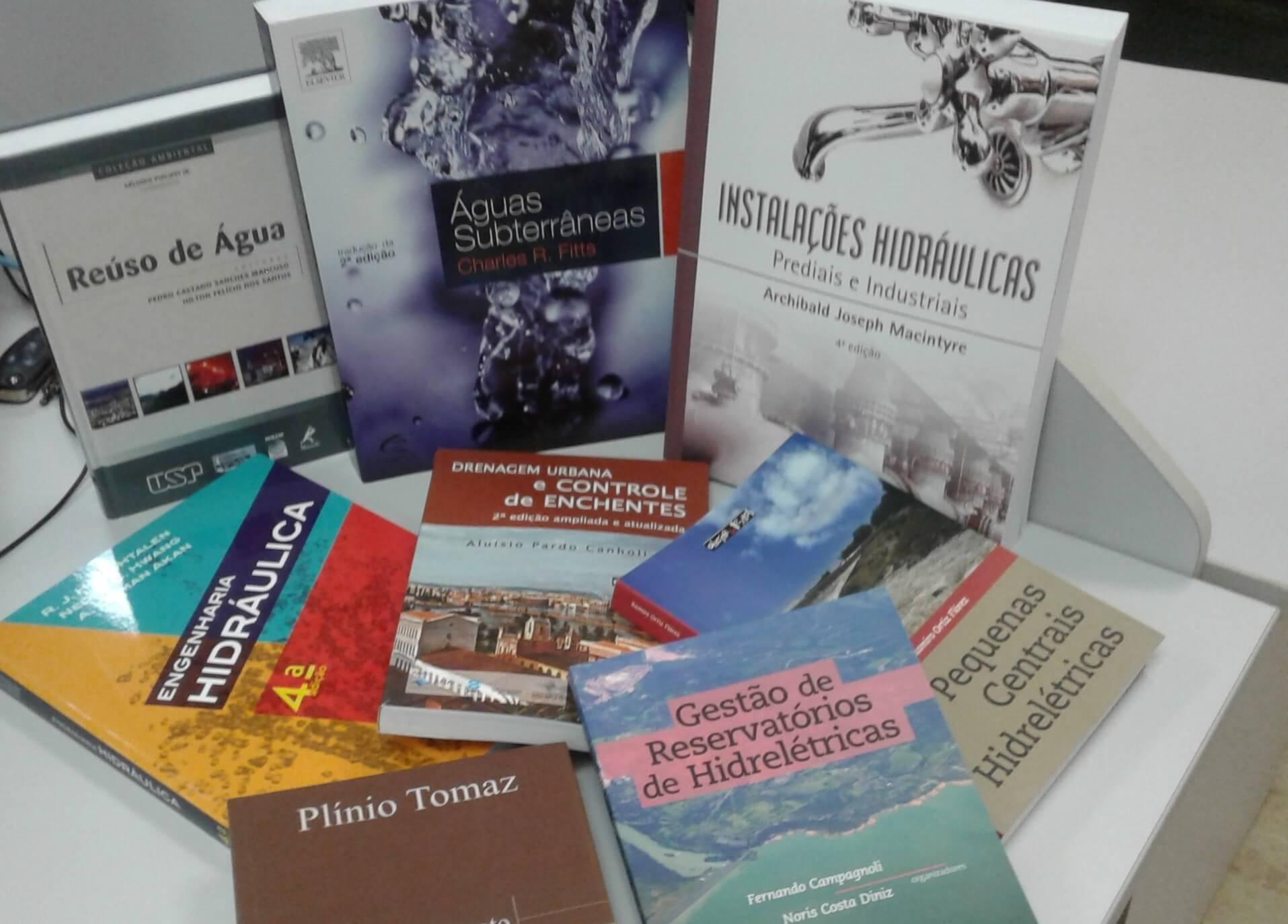 Os livros abordam os quatro eixos do Saneamento Básico