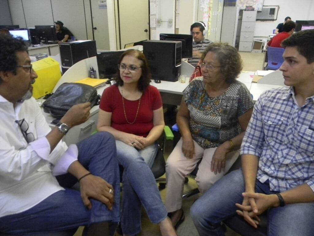 O novo professor, Marco Aurelio Bertúlio, engenheiro sanitarista,  Lucia Estela, Josita Priant e Rafael Bruzzon, também engenheiro, da equipe do PMSB.